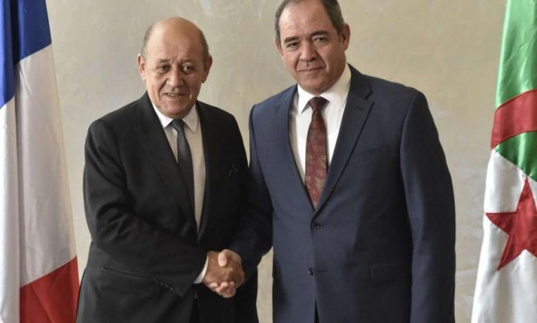 وزير الخارجية الفرنسي جان إيف لودريان ونظيره الجزائري صبري بوقدوم