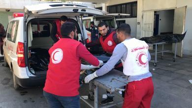 """Photo of """"جنود الهلال الأحمر"""" ينتشلون 6 جثث من السدرة"""