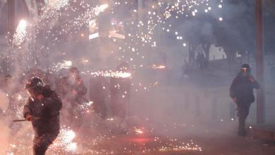 Photo of لبنان.. سقوط عشرات المصابين باشتباكات بين الأمن والمحتجين