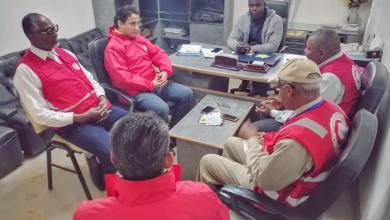 Photo of الهلال الأحمر الليبي يبحث أزمة نقص الأطباء بمستشفى غات العام