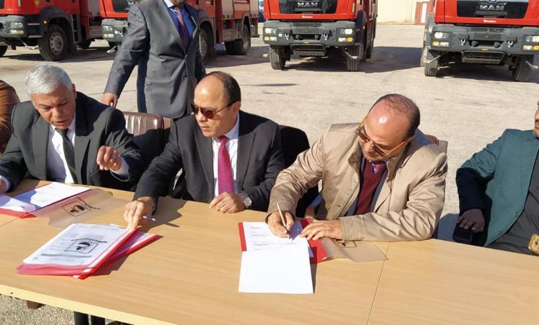 شركة الخليج العربي للنفط تُزود بلدية بنغازي بعدد خمس سيارات إطفاء
