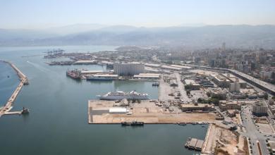 Photo of مصادر محلية: بارجتان تركيتان قرب ميناء طرابلس