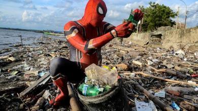 """Photo of """"حيلة ذكية"""" تلفت الانتباه لتنظيف سواحل إندونيسيا"""