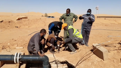 صورة شباب متطوعون يعيدون تشغيل محطة الصرف في الغريفة