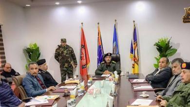 صورة رئيس أركان الجيش يجتمع بالأجهزة الأمنية بمطار بنينا