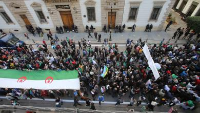 "Photo of الجزائر.. استمرار الاحتجاجات رغم محاولات ""تبون"" للتهدئة"