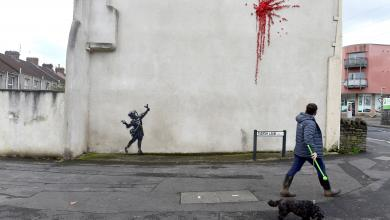"Photo of عبث يُفسد جدارية ""البراءة والعنف"" لبانكسي"
