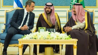 """Photo of """"مباحثات رسمية"""" تجمع العاهل السعودي برئيس وزراء اليونان"""