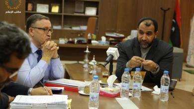 Photo of بحث أوضاع النازحين في بنغازي