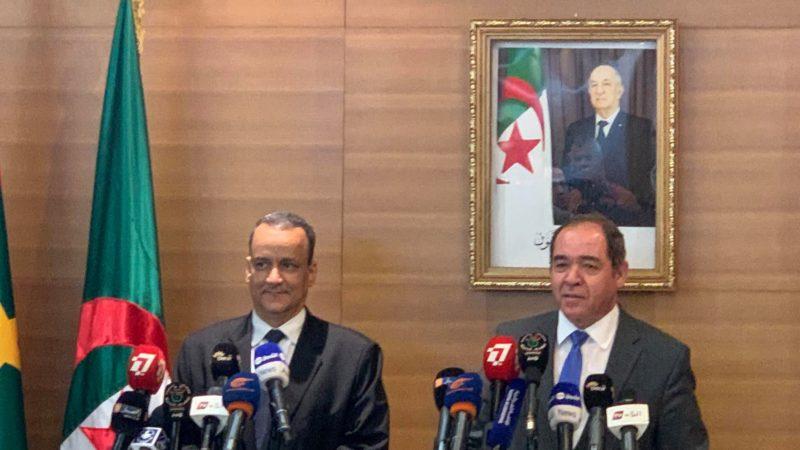 وزير الخارجية الجزائري صبري بوقدوم ونظيره الموريتاني إسماعيل ولد الشيخ أحمد