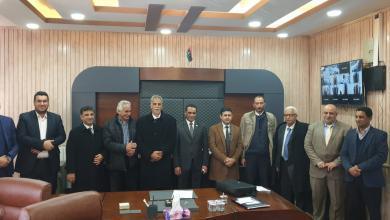 Photo of مصلحة الضرائب تجتمع مع المصرف التجاري لإنهاء المشاكل العالقة