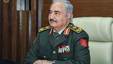Photo of حفتر يبحث عن ضمانات دولية للتوزيع العادل للنفط