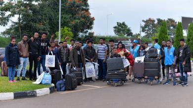 صورة ترحيل لاجئين من ليبيا إلى السويد