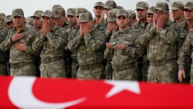 "Photo of تركيا تعتقل صحفيين كشفوا عن مقتل ""جنود أتراك"" في ليبيا"