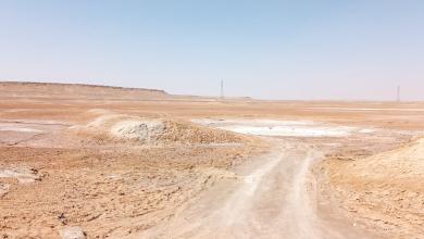 صورة مخاوف من اندثار مهنة استخراج الملح بواحة سيناون