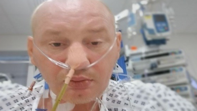 صورة بريطاني يشفى من سرطان نادر بعد استعداده للموت