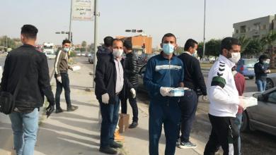 صورة صرمان.. توزيع قفازات وكمامات على المواطنين مجانا