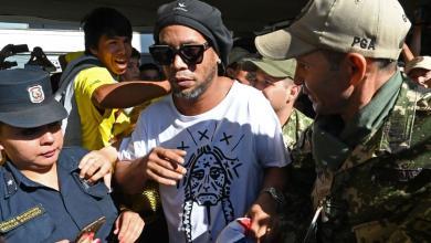 صورة البرازيلي رونالدينهو يحتفل بعيد ميلاده خلف القضبان