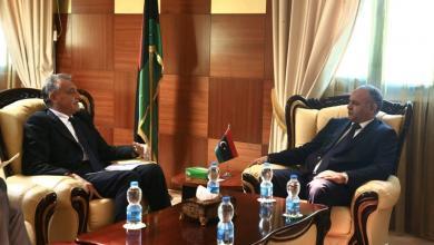 """Photo of العيساوي يبحث مع السفير الإيطالي تداعيات """"كورونا"""" الاقتصادية"""