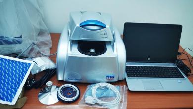 صورة الصحة الليبية تؤكد وصول أحدث جهاز للكشف عن فيروس كورونا