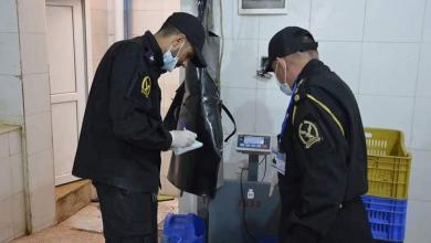 """Photo of الحرس البلدي طرابلس """"يضرب بيد من حديد"""" على التجار المخالفين"""