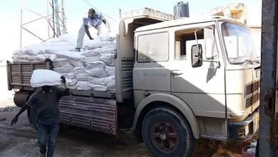 Photo of توزيع دقيق وسلع تموينية على مخابز وجمعيات البريقة
