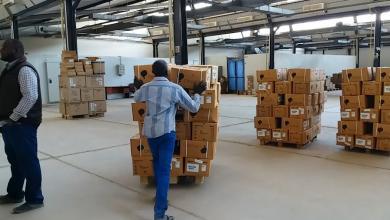 Photo of الإمداد الطبي يوزع شحنات مساعدات على مستشفيات المنطقة الغربية