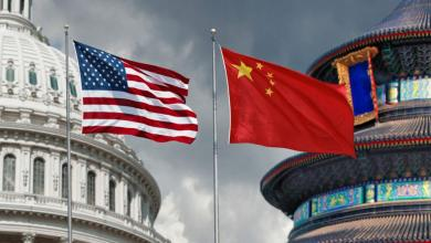 """صورة ترامب مُخالفا مستشاره: الاتفاق التجاري مع الصين """"قائم"""""""