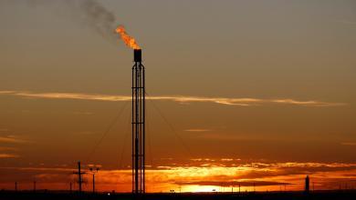صورة ترقب لعودة تعاملات النفط مطلع الأسبوع