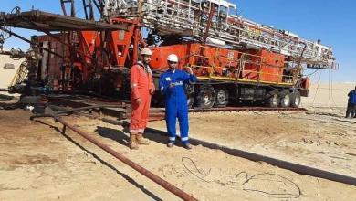 Photo of مفاوضات لإيجاد خطة لنقل العاملين العالقين بالحقول النفطية