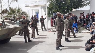 Photo of تونسيون عالقون في ليبيا يقتحمون معبر راس اجدير