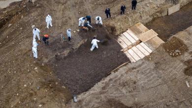 "Photo of هكذا تدفن نيويورك ضحايا كورونا ""صور"""