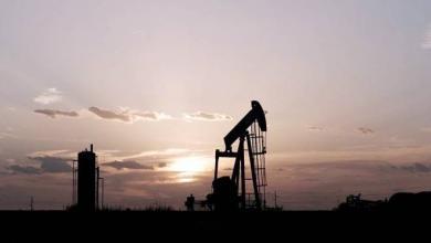 Photo of النفط يتعافى قليلاً من آثار حرب الأسعار