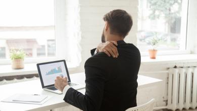 صورة كيف تحافظ على سلامة ظهرك أثناء العمل من المنزل؟