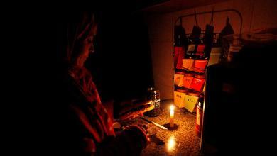 """صورة أزمة كهرباء """"خانقة"""" تحاصر الليبيين"""