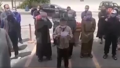 Photo of قصة احتجاج الليبيين العالقين أمام السفارة في الأردن