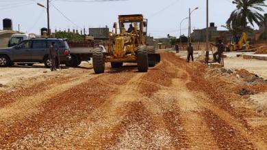 Photo of بلدية بنغازي.. بدء رصف الشارع الرئيسي في حي بن زريق