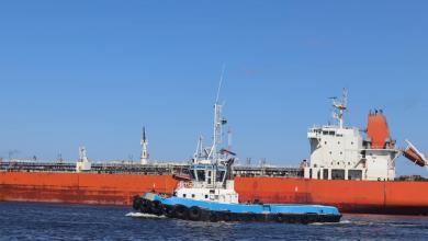 صورة 30 ألف طن بنزين تصل ميناء بنغازي وتعزز السوق المحلية