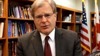 """صورة السفير الأمريكي بليبيا: بقاء """"السراج"""" قليلاً سيسمح بانتقال سلس للسلطة"""