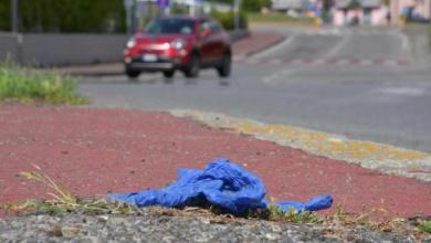 Photo of إيطاليا تفرض غرامات على إلقاء الكمامات في الشارع