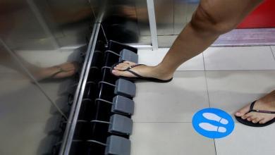 Photo of مركز تجاري تايلاندي يبتكر دواسات ذكية للمصاعد للوقاية من كورونا