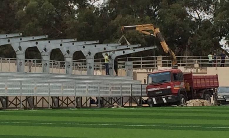 Photo of البدء بتركيب مدرجات ملعب أحمد البوسيفي في طرابلس