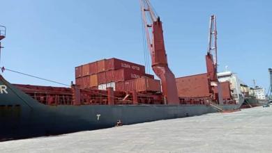 Photo of وصول معدات لشركات نفطية عبر ميناء البريقة