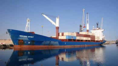 Photo of تفريغ كميات كبيرة من البنزين في ميناء طرابلس
