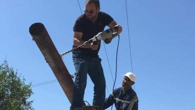 """Photo of يوم عمل طويل لرجال الكهرباء في طرابلس """"صور"""""""
