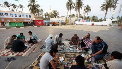 صورة أزمات الليبيين ذهبت ببهجة رمضان