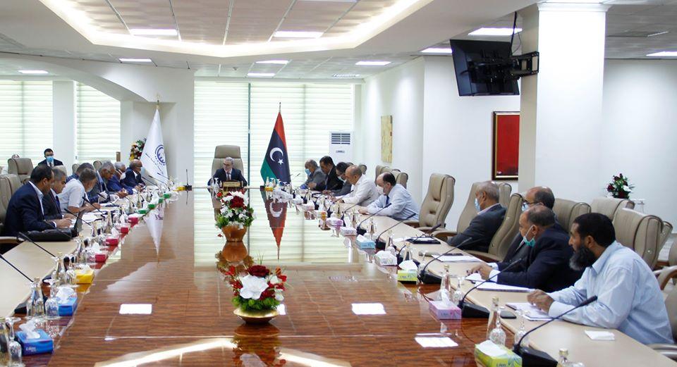 اجتماع موسع لإدارة المؤسسة الوطنية للنفط في طرابلس