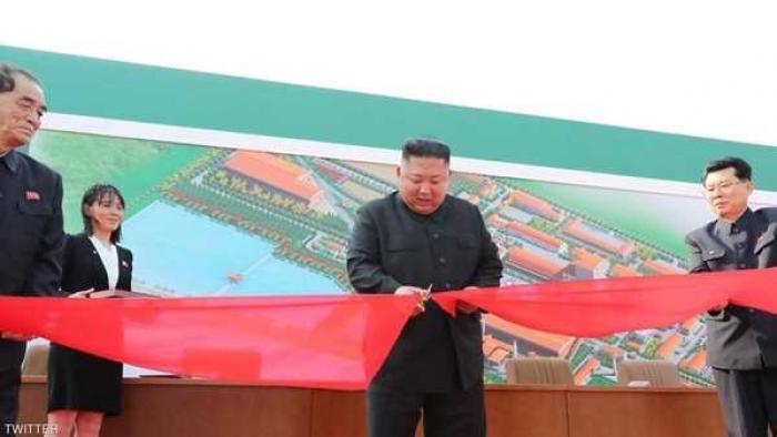 الزعيم الكوري الشمالي كيم جونغ أون يقص شريط افتتاح أحد المصانع في أول ظهور له بعد اختفاء 3 أسابيع