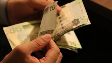 Photo of بعد موجة تراجع.. الدينار ينتعش أمام الدولار