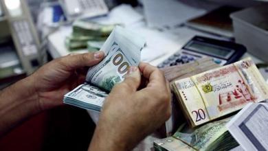 Photo of الدولار يتراجع أمام الدينار بعد إعلان فتح الحقول